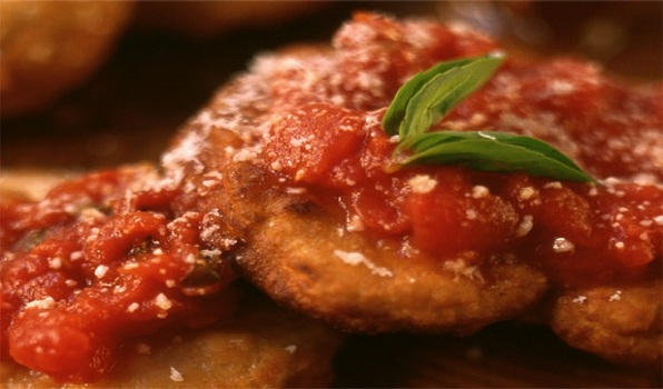 Pizza Fritta With Tomato Sauce
