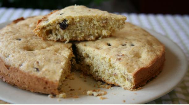 Corn and walnut cake