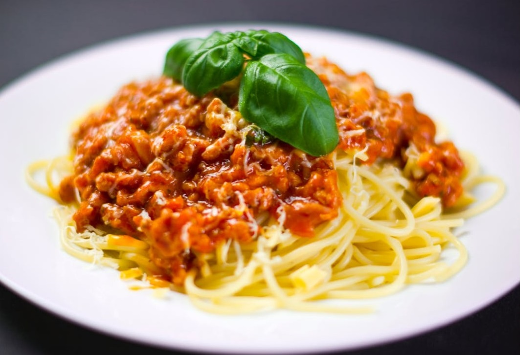 SPAGHETTI WITH BEEF RAGU CURRY